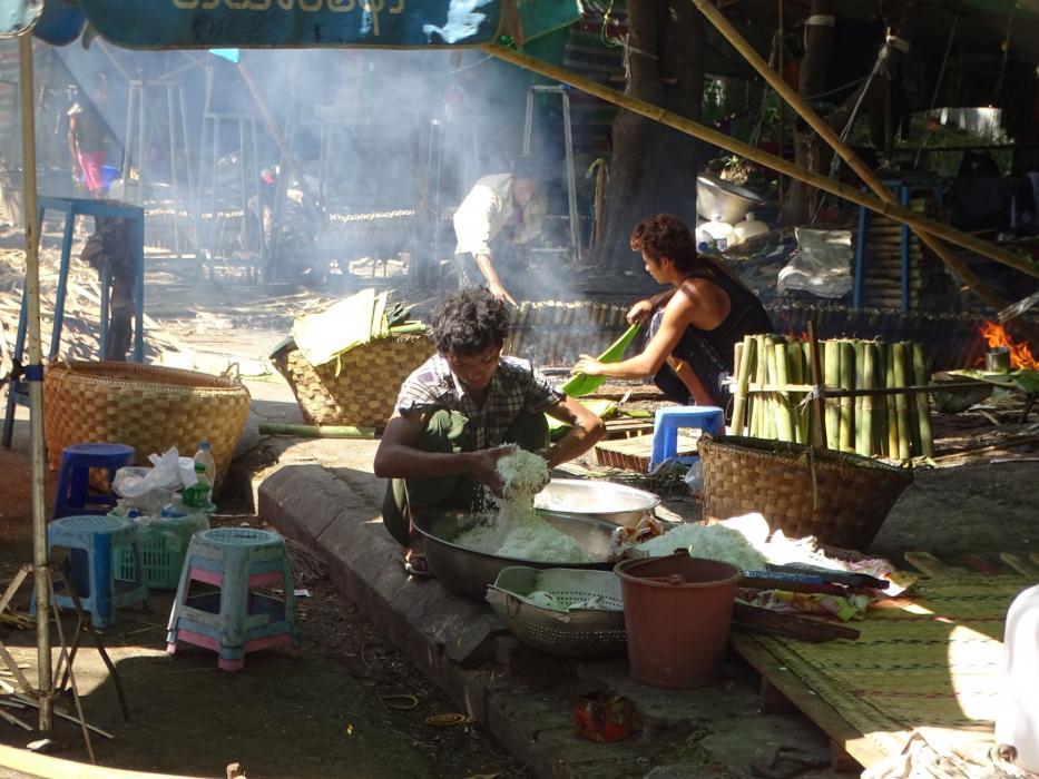 Kyaukdawgyi Pagoda Festival in Mandalay