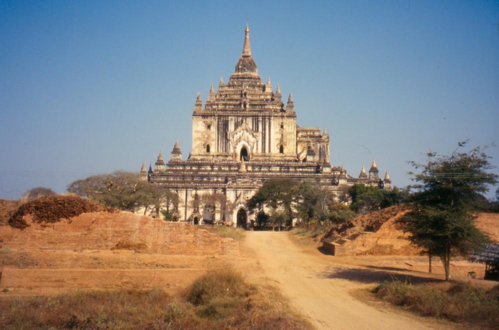 Thatbyinnyu Temple_0